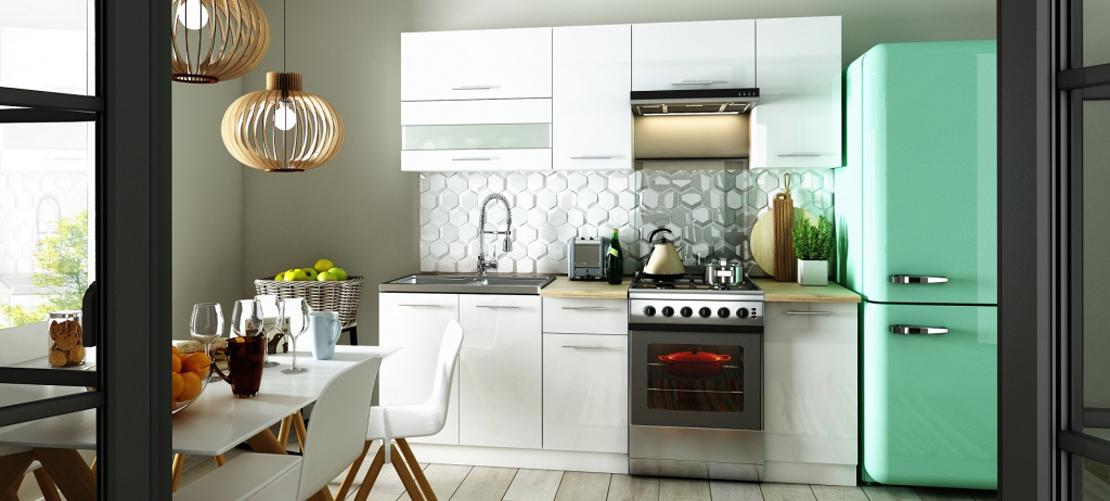 zestaw białych mebli kuchennych